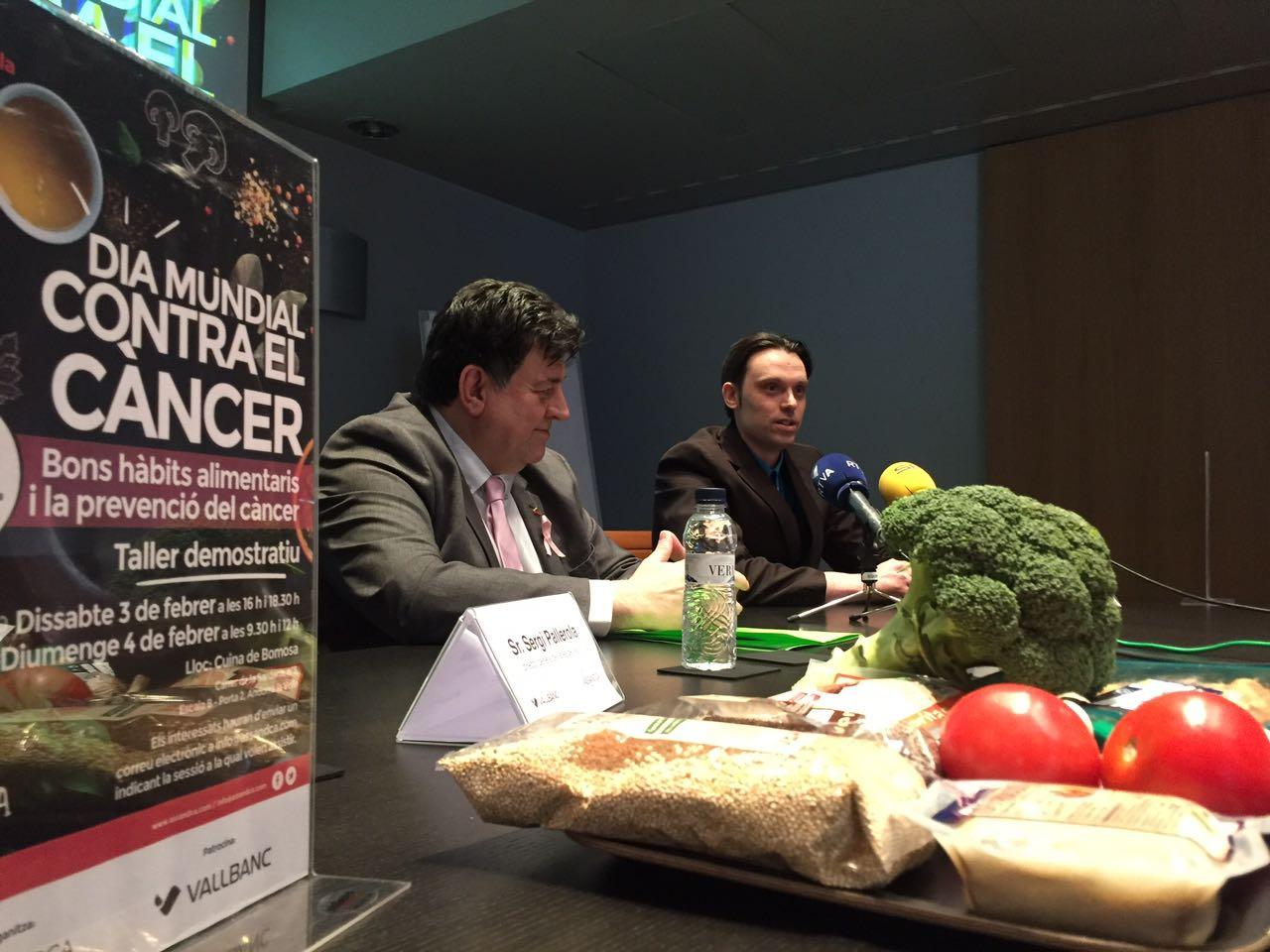 """Presentació activitat """"Agafa la paella pel mànec"""", Josep Saravia (President de Assandca) i Marc Gil (nurticionista de Bio Bio Restauració)."""