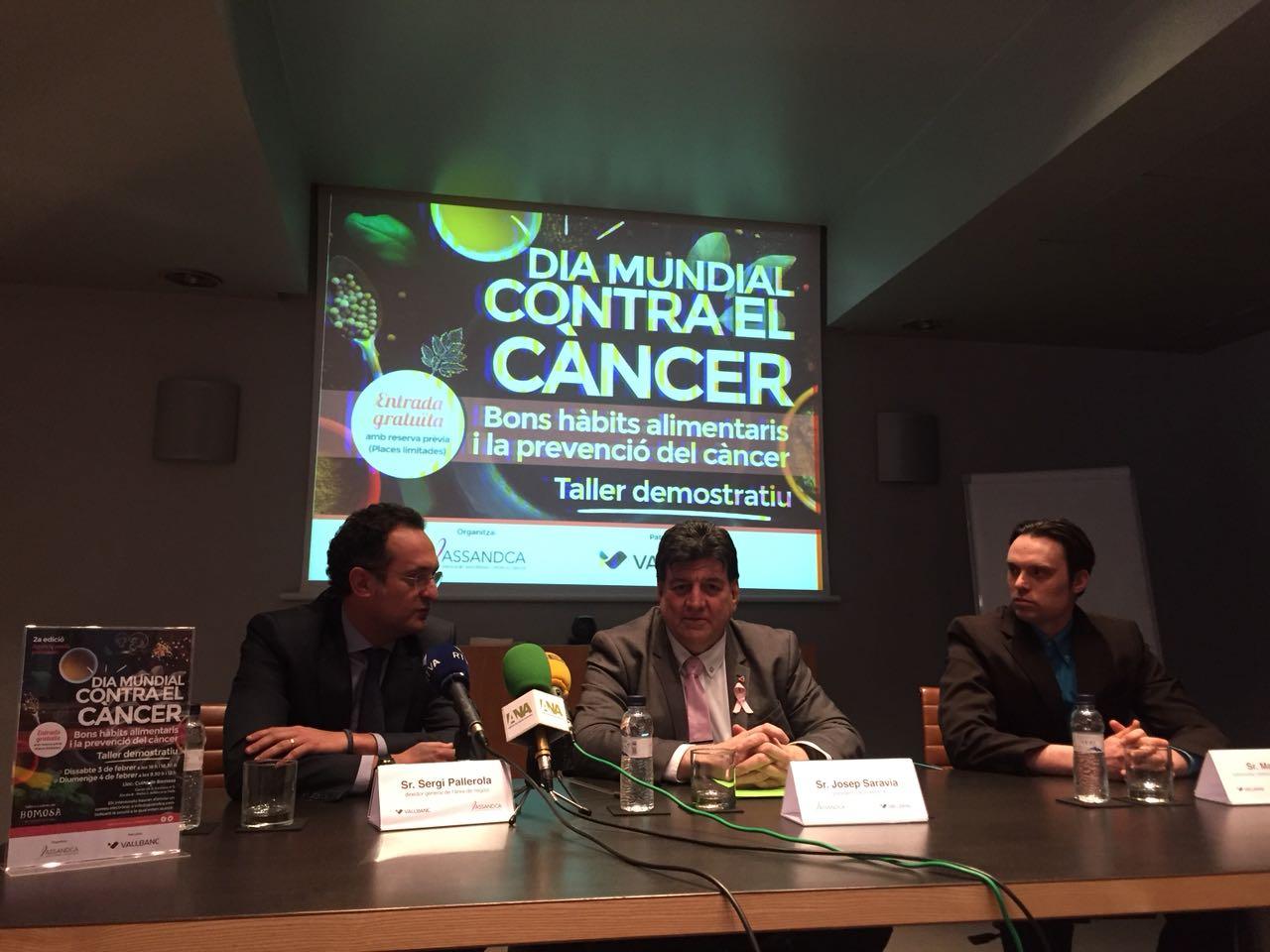 """Presentació activitat """"Agafa la paella pel mànec"""", Sergi Pallarola (director de negocis de Vallbanc), Josep Saravia (President de Assandca) i Marc Gil (nurticionista de Bio Bio Restauració)."""